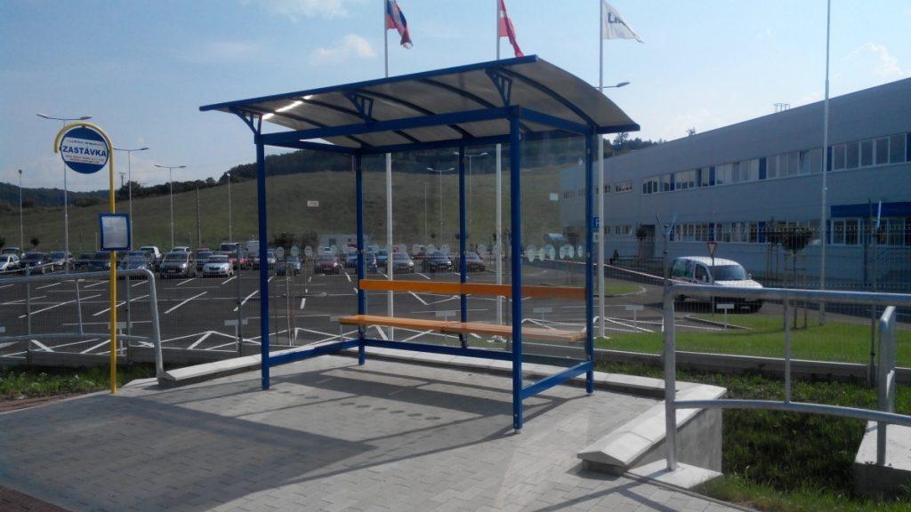 moderny-dizajn-autobusovej-zastavky-LIANA-posuva-hranice-dalej-oproti-ostatnym-autobusovym-zastavkam