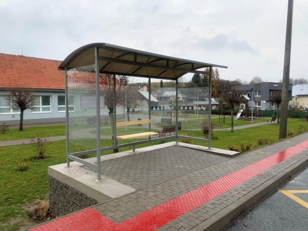 Autobusová zastávka pre Rakovčík