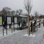 Obec-haniska-pocas-rekonstrukcie-dostala-nove-autobusove-zastavky-informacne-vitriny-lavicky-bez-operadla-a-odpadkove-kose-2
